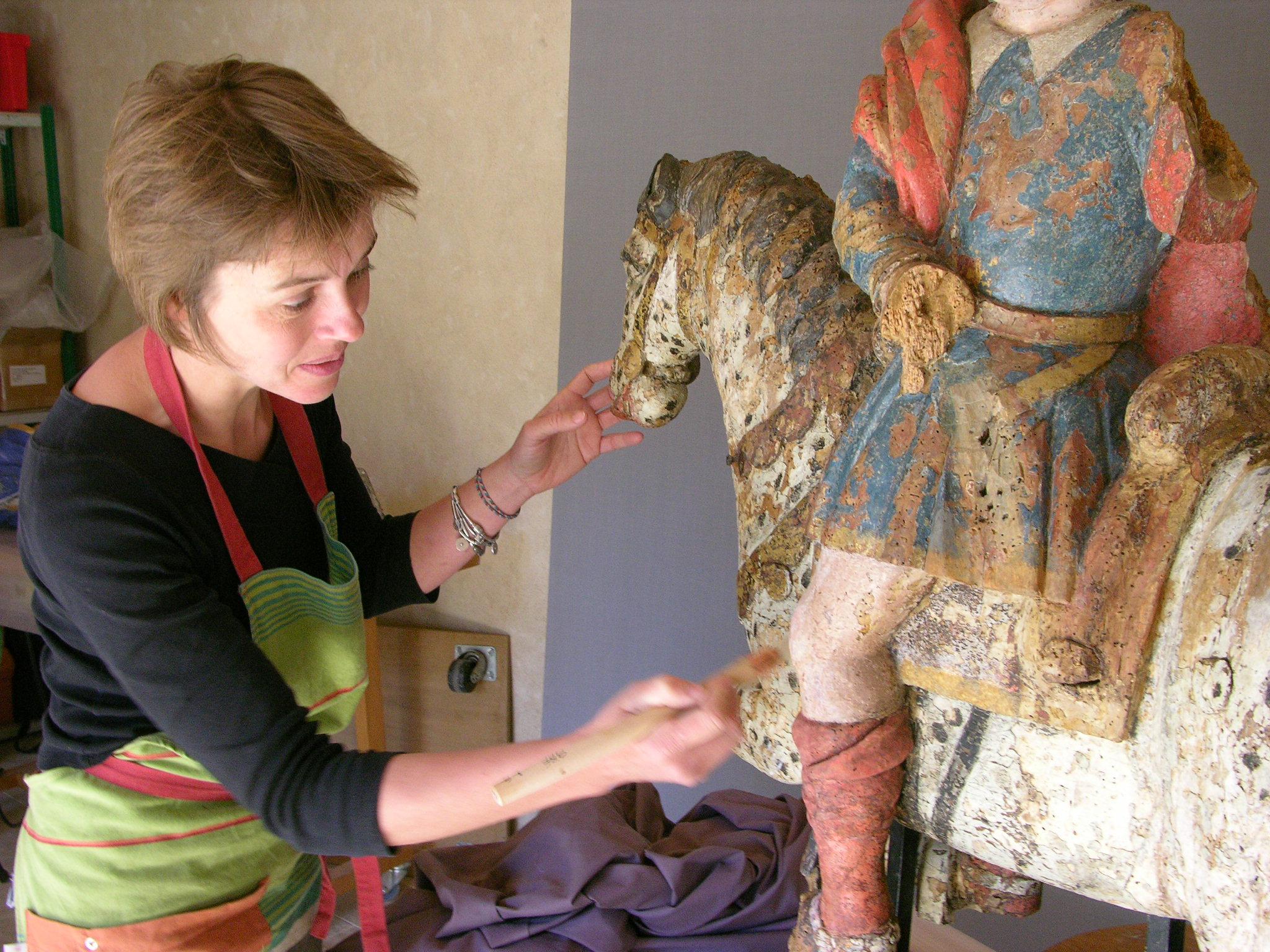 Hélène Gruau, restauratrice d'œuvres sculptées