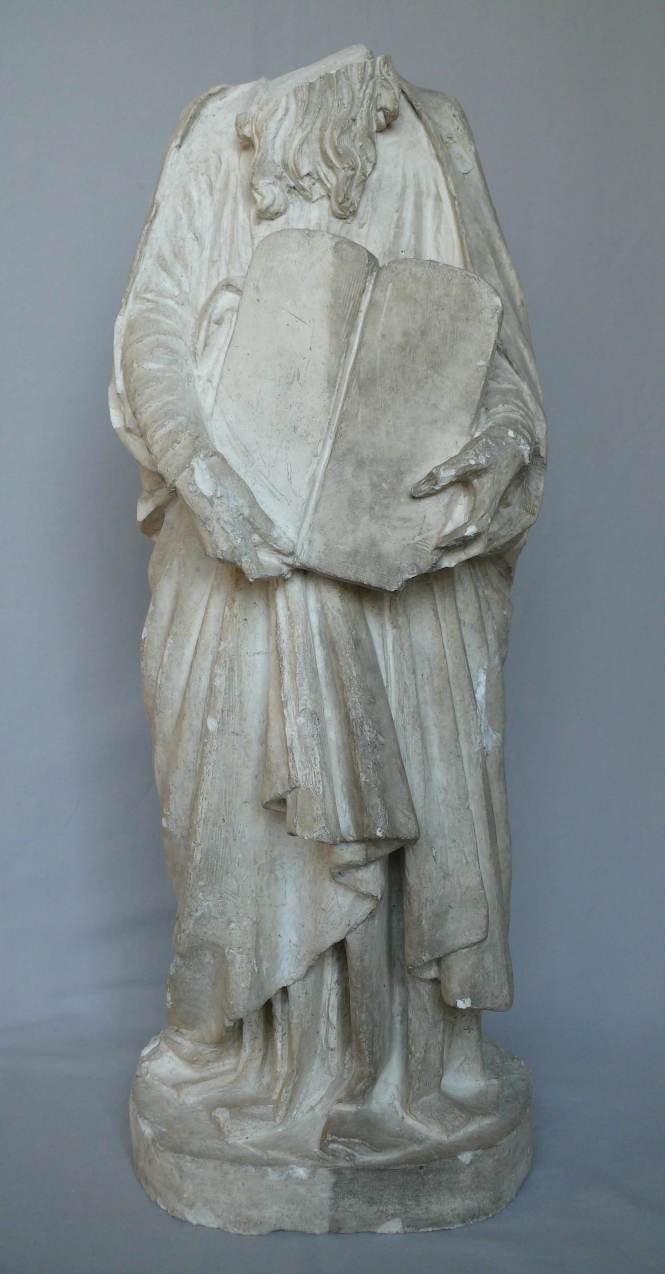 Moulage en plâtre représentant Moïse, XIXe siècle. En cours de nettoyage.